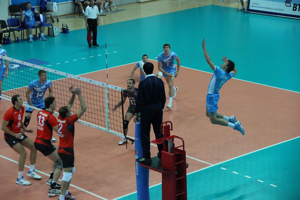 Правильная техника нападающего удара в волейболе нападающий удар в волейболе